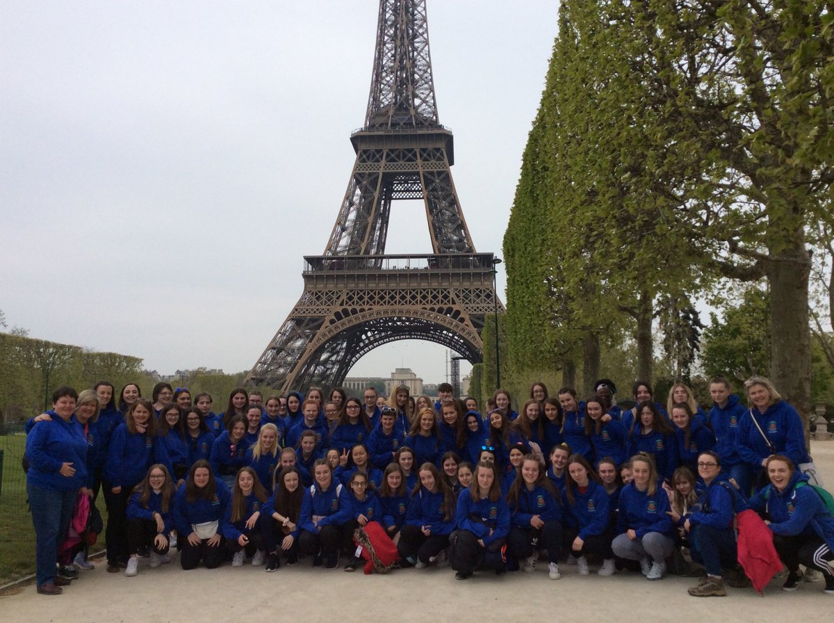 At the Eiffel Tower this morning...dames de fer à la dame de fer! @stleoscarlow @StLeosFrench