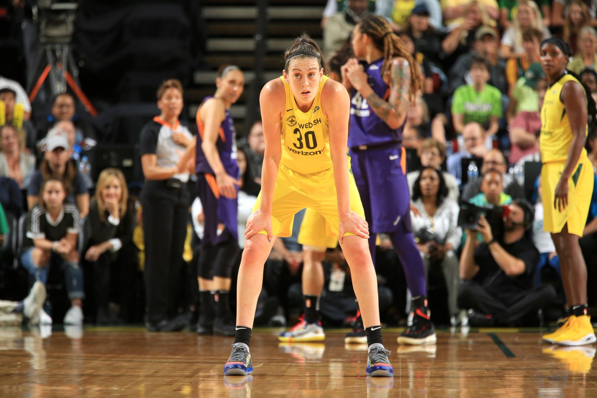 Prayers up for Breanna Stewart, who suffered a torn Achilles while playing overseas. Come back stronger. 🙏
