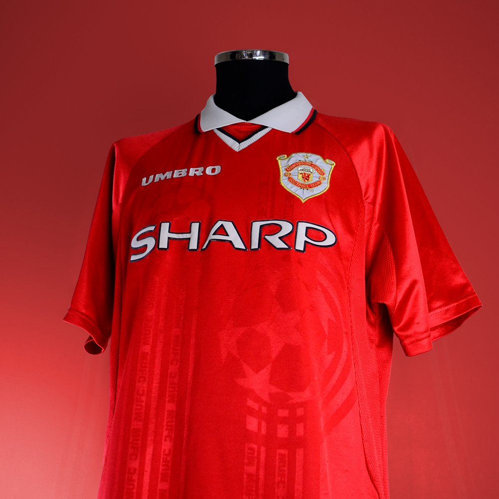 first rate ce542 404eb Classic Football Shirts on Twitter: