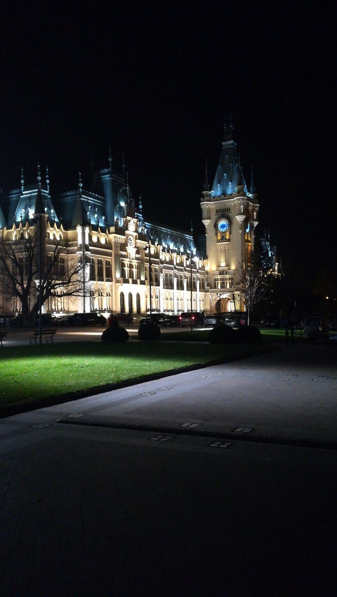 #WorldArtDay The Culture Palace, Iasi #Romania<br>http://pic.twitter.com/EyzrNVWqAO