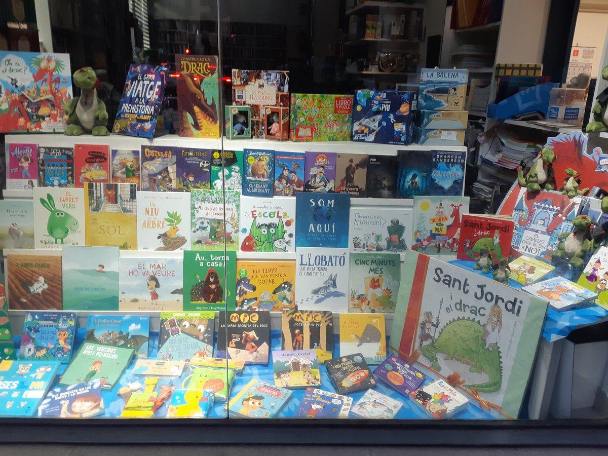 Aparador infantil!! #SantJordi2019 #Girona #llibres