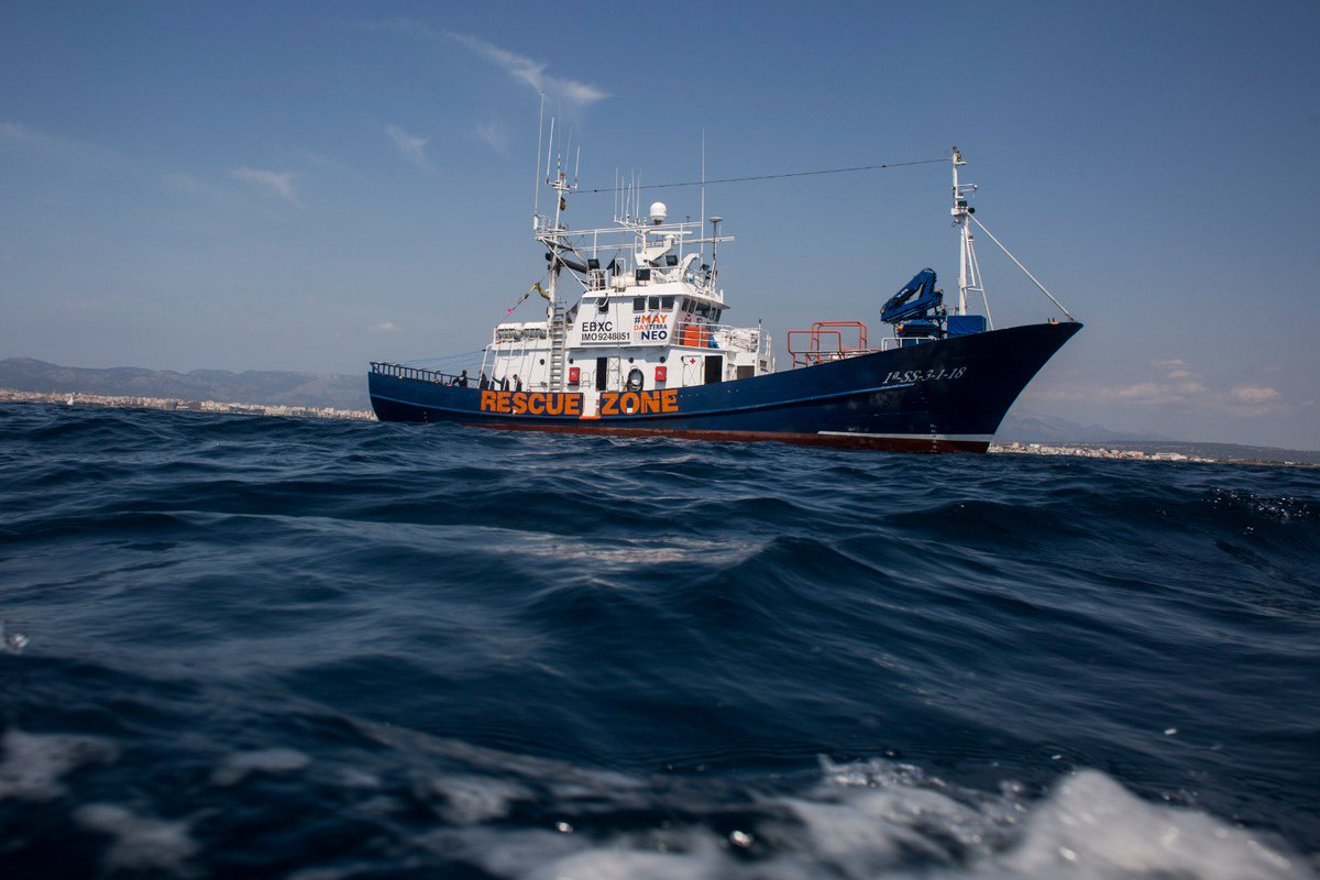 Triunfamos y triunfaremos  No olvidamos: hoy podrían ahogarse personas en el mar porque los países de la UE miran hacia otro lado respecto al #Mediterráneo.   Si ustedes no actúan, déjenos ir!  #FreeAitaMari #FreeOpenArms @abalosmeco  Foto @A_MartinezVelez