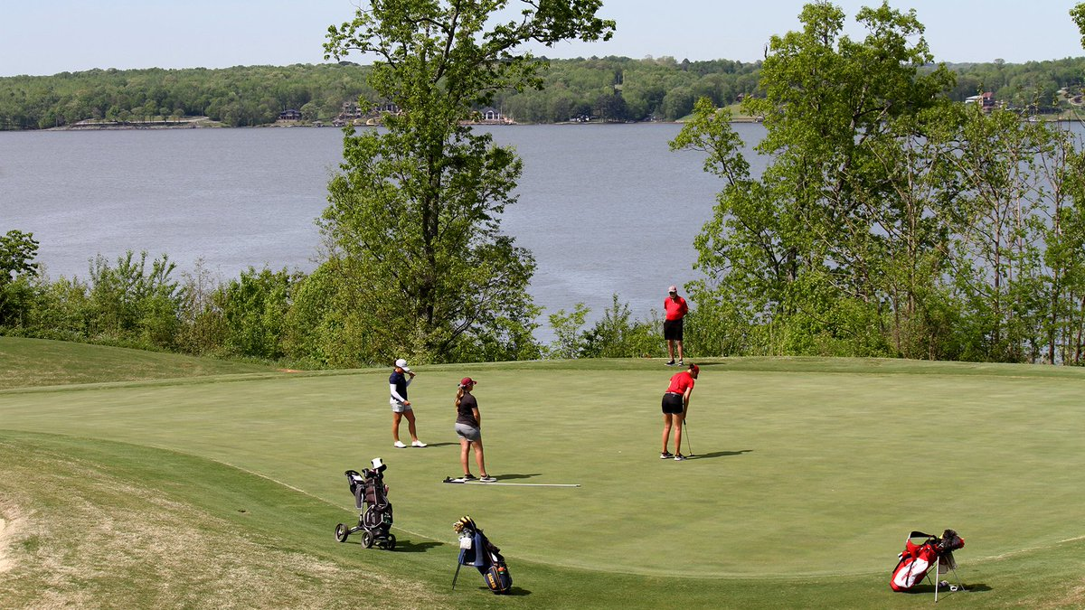 Murray State leads the 2019 OVC Women's Golf ⛳ Championship after 36 holes.  Murray State's Anna Moore (-5) and Eastern Kentucky's Elsa Moberly (-4) sit at the top of the individual leaderboard.  Coverage: http://bit.ly/2PdnHEe