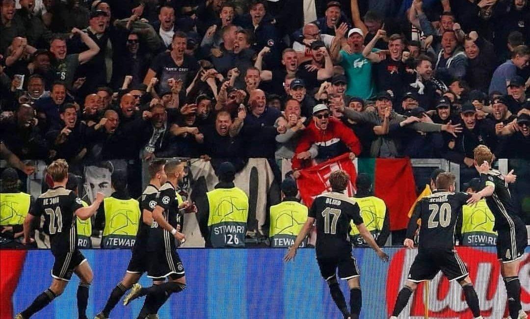 Ajax bereikte vanavond de halve finale van de Champions League. Een fraaie foto van de juichende Ajacieden voor een uitverkocht uitvak!