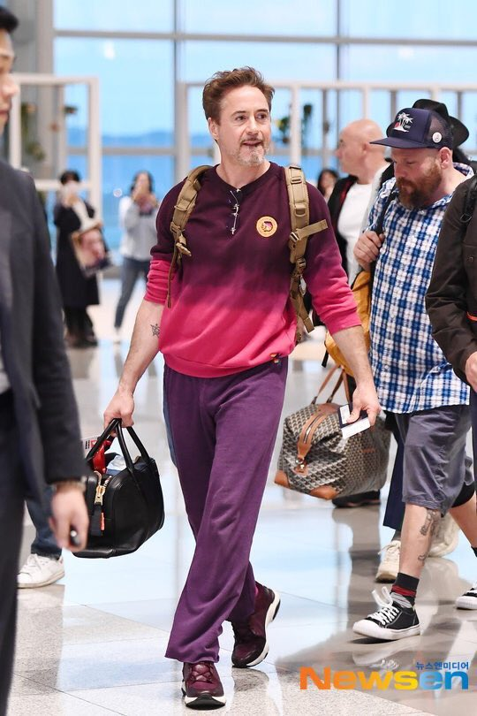 I'm used to rdj looking like a fashion disaster off the red carpet but this actually isn't so bad and the avengers tattoo peaking out is everything <br>http://pic.twitter.com/UIMi75Z5Ik