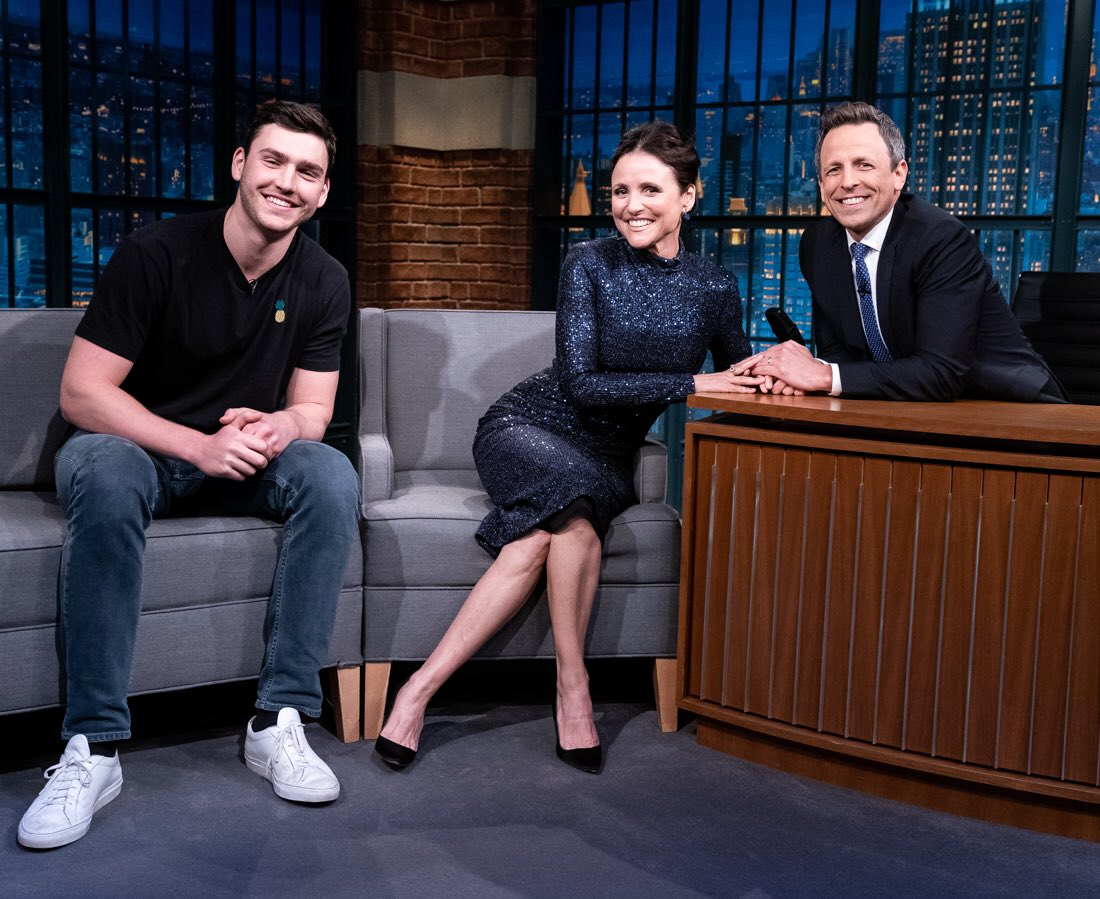 Dream guest @OfficialJLD on tonight and her son Charlie cameos. Also she name-checks my old pal @DavidHMandel who is the only show runner in history who took over a great show (@VeepHBO) and made it soar even higher.