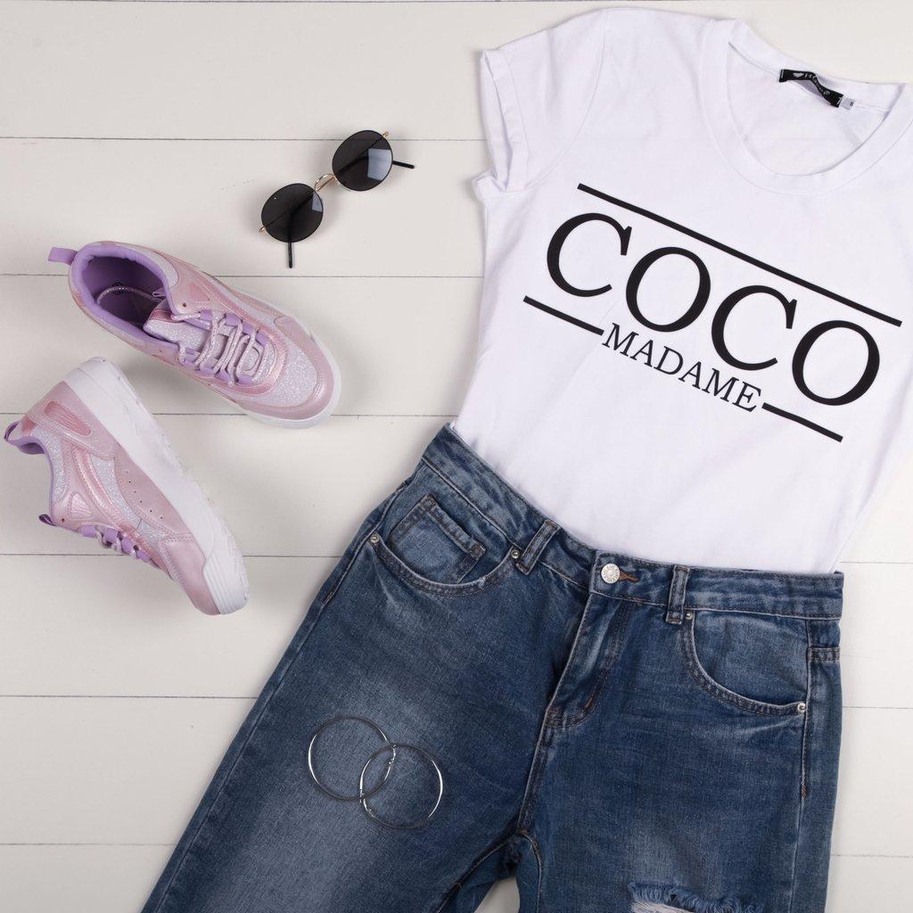 Συνδύασε το αγαπημένο σου jean με ένα λευκό Τ-shirt🌷  Find the look >> https://t.co/QszOGitd6d 🚚 Δωρεάν Αποστολή & Αλλαγή  Τ-shirt : 22641 // 12.99€ Sneakers : 22641 // 29.99€ Γυαλιά : 22411 //  11.04€  #girl #lookoftheday #fashiongram #styles #streetwear  https://t.co/TQNbTYdrbv