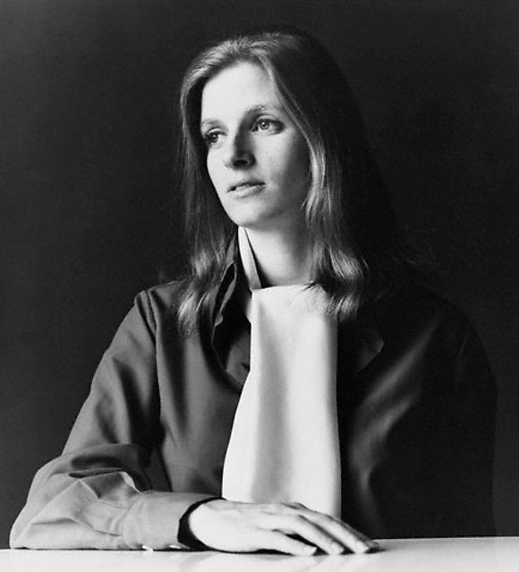 Linda McCartney passed away on this day 21 years ago.   Rest in peace, Linda  <br>http://pic.twitter.com/terSTzhhbg