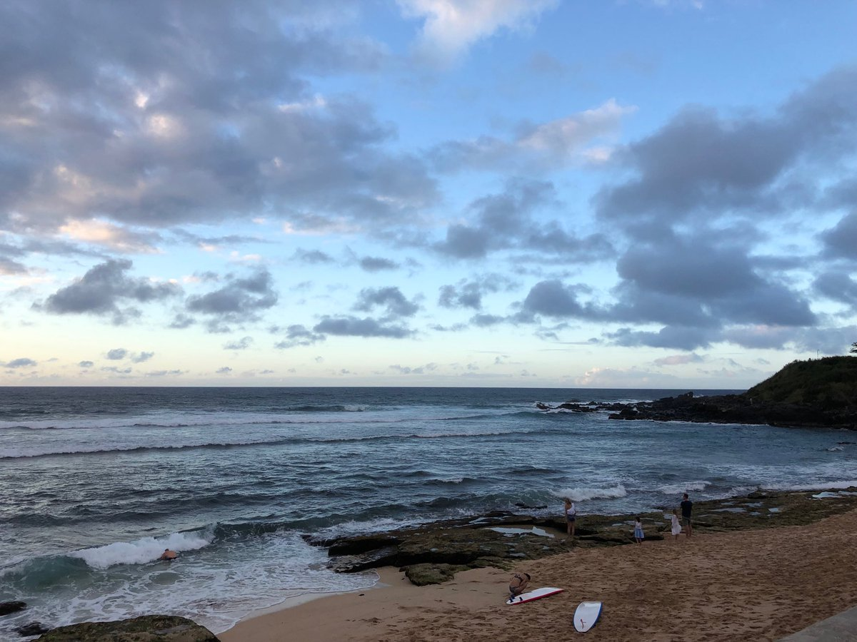 test Twitter Media - Catching the last light and last waves at Ho'okipa. #cmweather #Maui #surf https://t.co/vhpOmxFn8w