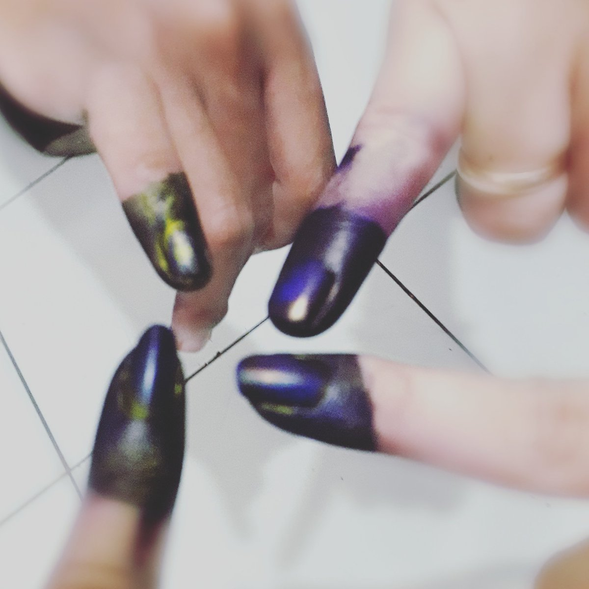 Four fingers for #JokoWinElection