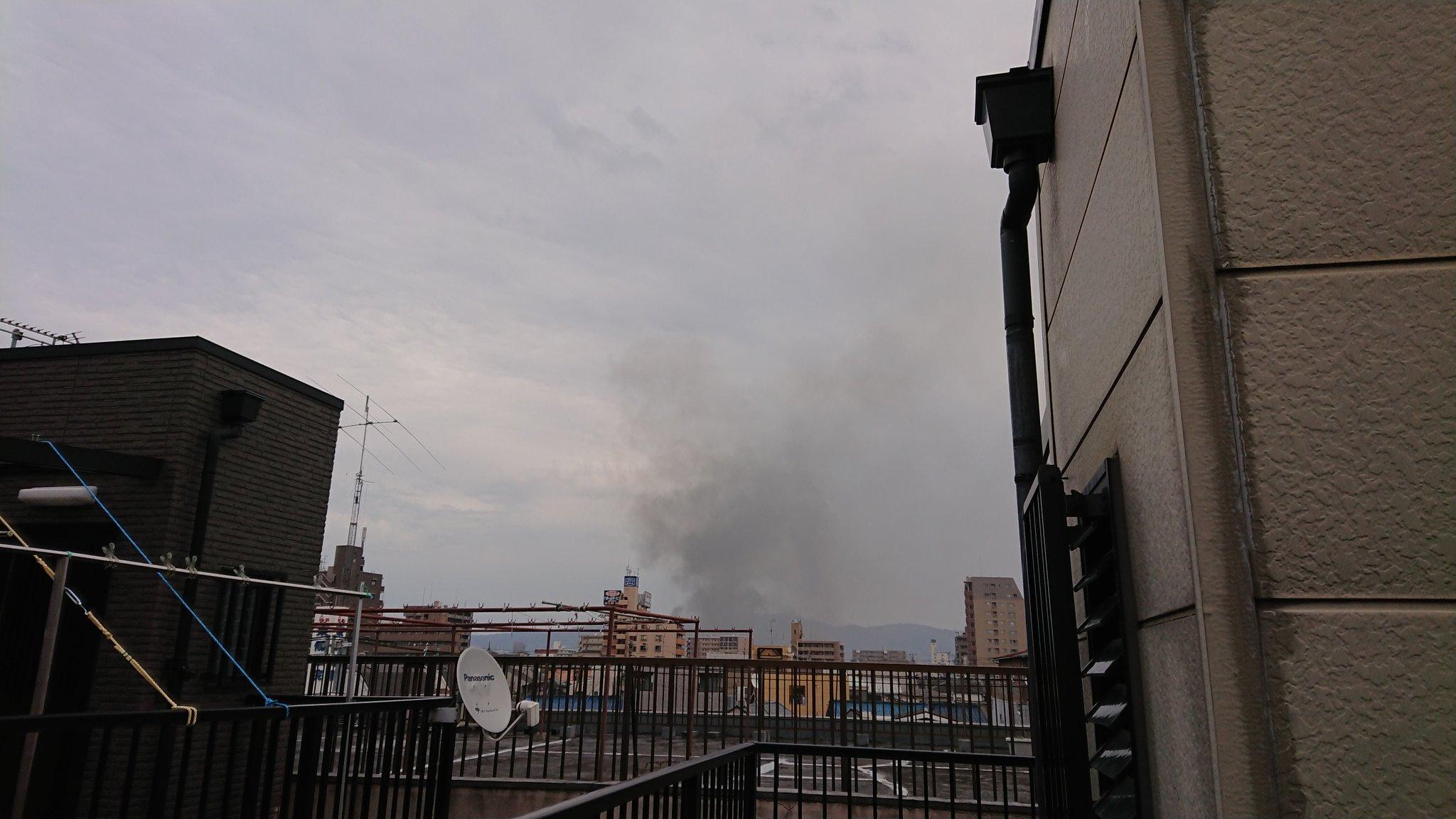 画像,近くで火事煙と臭いがしてる大丈夫かな?場所的に小学校が近いみたいで心配。 https://t.co/XD6CV195Sj…