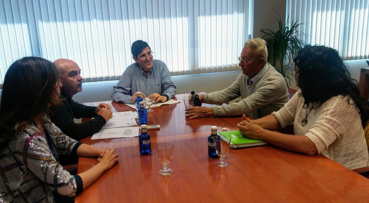 ▶️El consejero de @Murciasalud Manuel Villegas se reúne con la Asociación de #Parkinson de la comarca de #Cartagena. http://www.carm.es/web/pagina?IDCONTENIDO=98927&IDTIPO=160&__PLANT_PERSONALIZADA=archivoMultimedia/plantillaDetalleArchivoMultimedia.jsp&RASTRO=c819$s4$m…