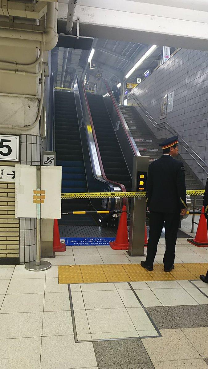 名駅のエスカレーターで発煙トラブルの現場画像
