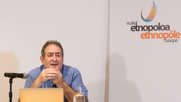 Bideoa | Euskal balada historikoak https://www.argia.eus/multimedia/solasaldiak/euskal-balada-historikoak…  Jabier Kalzakorta euskaltzainaren hitzaldia, @eke_eusen eskutik.