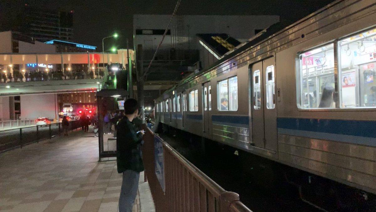 海老名駅の人身事故で緊急車両が集結している画像