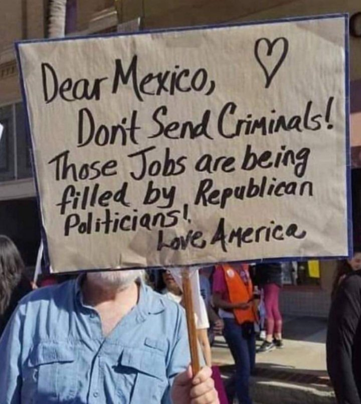 And the award for best sign goes to  #WednesdayWisdom #Mexico #Resist #Trump #1u #tcot #maga #mapoli #usa #gop #TaxDay <br>http://pic.twitter.com/xPpBa1KiFJ