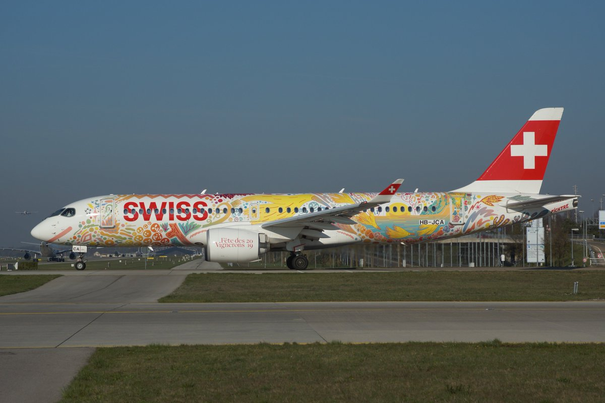 How do you like this special livery of @_fichtre for @flyswiss? 😊✈️ #a220