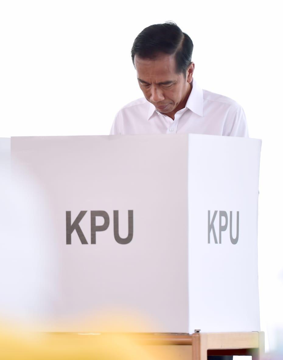 Terima kasih kepada seluruh rakyat yang telah menggunakan hak suara dengan sebaik-baiknya dalam Pemilu 2019 hari ini. Apa pun hasilnya, kita tetap bersatu dan bersaudara.   Semoga Allah SWT meridhai segenap ikhtiar kita untuk kemajuan bangsa Indonesia -- rumah kita bersama.
