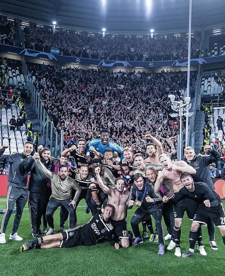 Het uitverkochte uitvak bij Juventus - Ajax vierde feest!