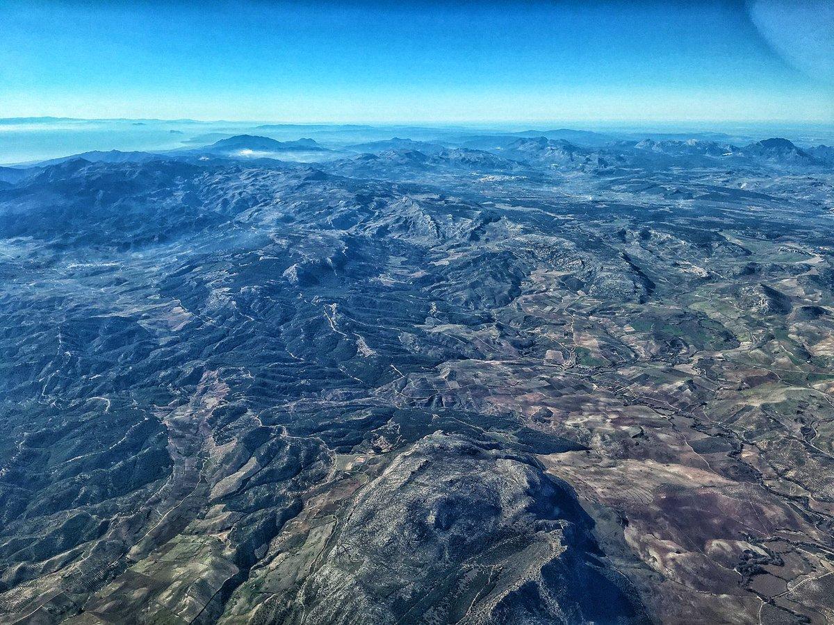 50 shades of blue  #pilotlife #instaaviation #airbus #mountains #pilot #aviationeverywhere #peroaviation #pilotairpro #goproaviation #aviation #airplanes #landscape  #landscapephotography  #flightdeckview #piloteyespic.twitter.com/z4qxENN2my