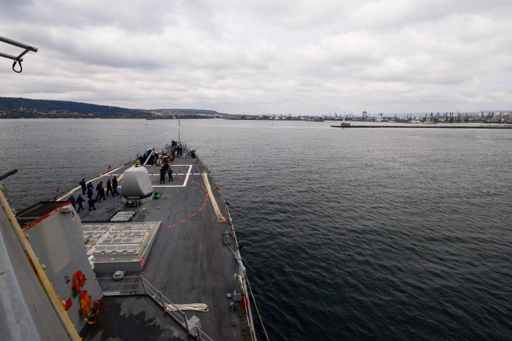 Ahead of upcoming naval exercises aimed at strengthening #NavyReadiness in the #BlackSea, #USSRoss arrives in Varna, #Bulgaria - https://www.navy.mil/submit/display.asp?story_id=109284&utm_source=twitter&utm_medium=social&utm_content=100000567455486&utm_campaign=Misc …