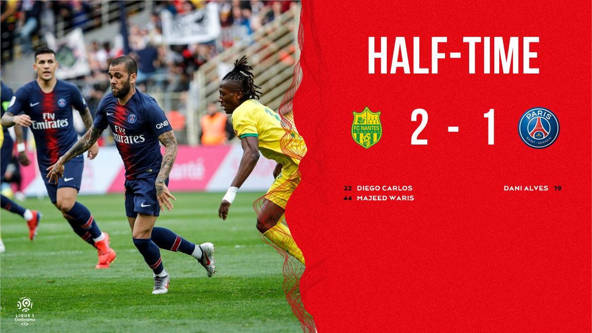 HALF-TIME:  @PSG_English finish the first half behind after opening the score thanks to a wonder goal from @DaniAlvesD2.   #FCNPSG 🔴🔵 #AllezParis