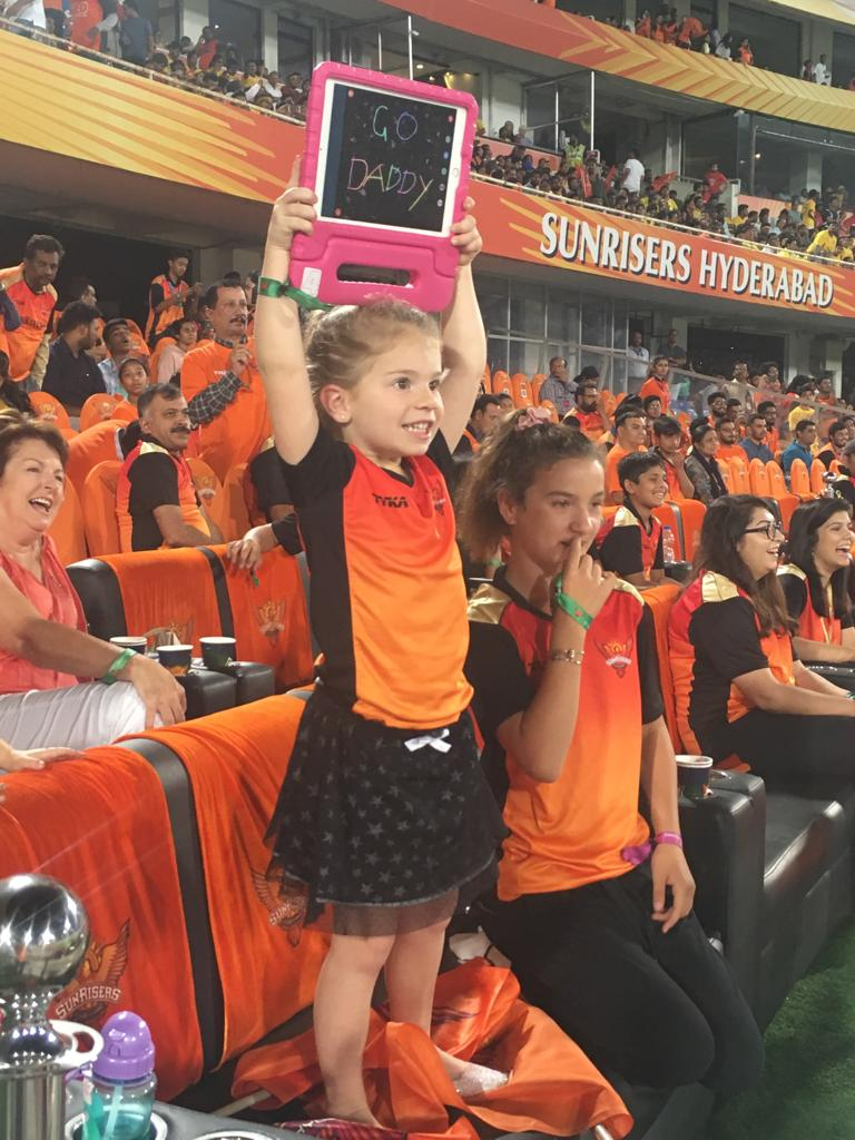 This is what brought a smile on Daddy's face 😍🧡.... And ours too! ☺️#OrangeArmy #RiseWithUs #SRHvCSK @davidwarner31 @CandyFalzon