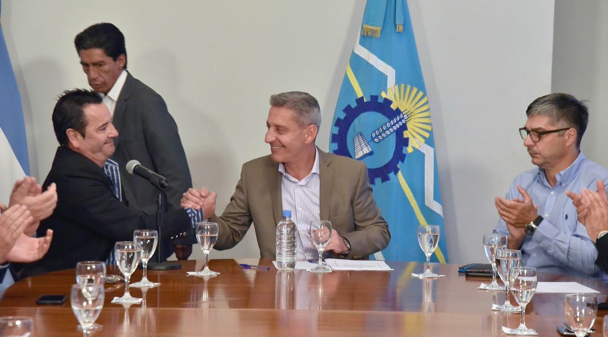 Nuestro deber y compromiso es trabajar en cada localidad de #Chubut para mejorar la calidad de vida de los vecinos. Hoy firmamos mejoramientos habitacionales para #Corcovado, porque todos los #chubutenses merecemos vivir con dignidad. #ChubutGanaSiEstamosTodos