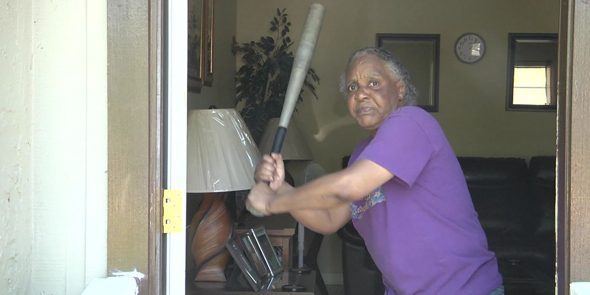 Florida woman, 65, fends off half-naked burglar with baseball bat >>> http://bit.ly/2PfR2y3