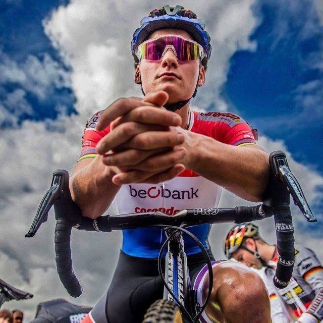 💥🇳🇱 Mathieu Van Der Poel en 2019:  🏆 1º A Través de Flandes 🇧🇪  🏆 1º Flecha Brabanzona 🇧🇪  🏆 1º GP Denain 🇫🇷  🏆 Etapa Circuito de La Sarthe 🇫🇷  🏆 Etapa Tour de Antalya 🇹🇷  4º Tour de Flandes 🇧🇪  4º Gante - Wevelgem 🇧🇪  💪🏻 ¡Qué bestia! 📸 @zonacycling