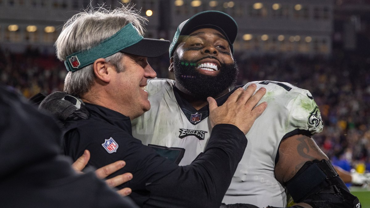 Ten years ago today we traded for Jason Peters, and what a great decade it&#39;s been.  #FlyEaglesFly <br>http://pic.twitter.com/YODGeTwGPY