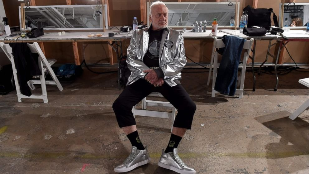 """test Twitter Media - RT @TheRealBuzz: Trying to perfect my """"silver steel"""" pose https://t.co/ULnzNMrWGf"""