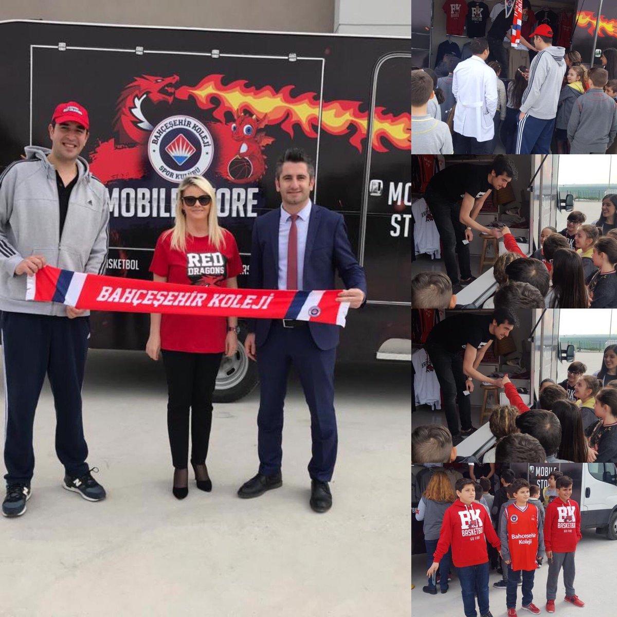 BK Basketbol mobile store aracı Öğrencilerimizden ve Öğretmenlermizden yoğun ilgi gördü. 🏀🔥🐉 #reddragonslüleburgazda #bkbasketbol @BKBasketbol