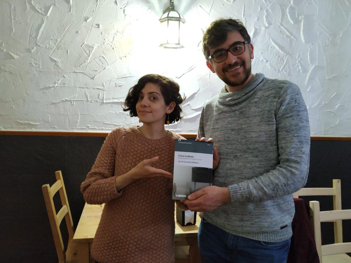 En B&V Podcast nos debemos a nuestros fanses. Aquí la entrega en mano del libro Cine Ludens a @oscarsenar, ganador de nuestro último sorteo. ¡Enhorabuena!