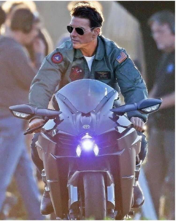 A legend Tom Cruise. 🎥🏍👌🏽@TomCruise the dream to see him one day.