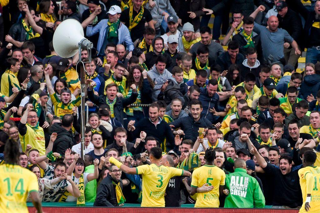Hoy tampoco se festeja, otra derrota del PSG  3-2 ante el Nantes le sigue demorando la consagracion del titulo, en la Ligue1 (Video)  D4YFE6CWkAARply