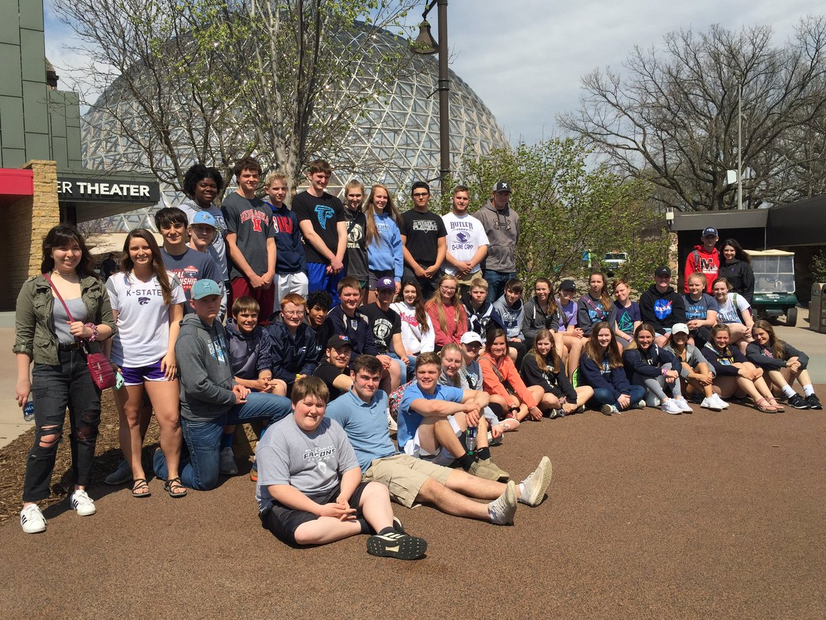 What a great day to visit and great opportunity. Mrs Thomson took RCHS Science Club members to visit Henry Doorly Zoo in Omaha. <br>http://pic.twitter.com/8hmY0PLQXe