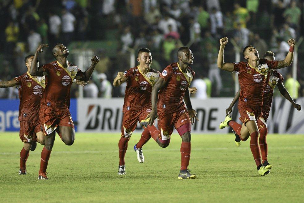 Oriente Petrolero 1 (0) Rionegro Aguilas 1 (3) - Copa Sudamericana 2019 - 32avos Final - Partido Vuelta - Vídeo D4Z3JhaXsAAKWCf