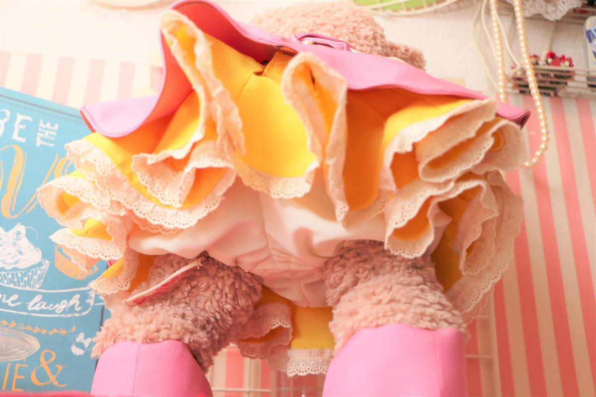 test ツイッターメディア - ダイソーのディズニーの柄生地を使って作った洋服 胸の所とベルト所の装飾品はレジンとボタンとビーズで作った! スカートのプリプリは命(♡´ ³`)♡  #ダイソー #シェリーメイ https://t.co/hlw04FKqgt