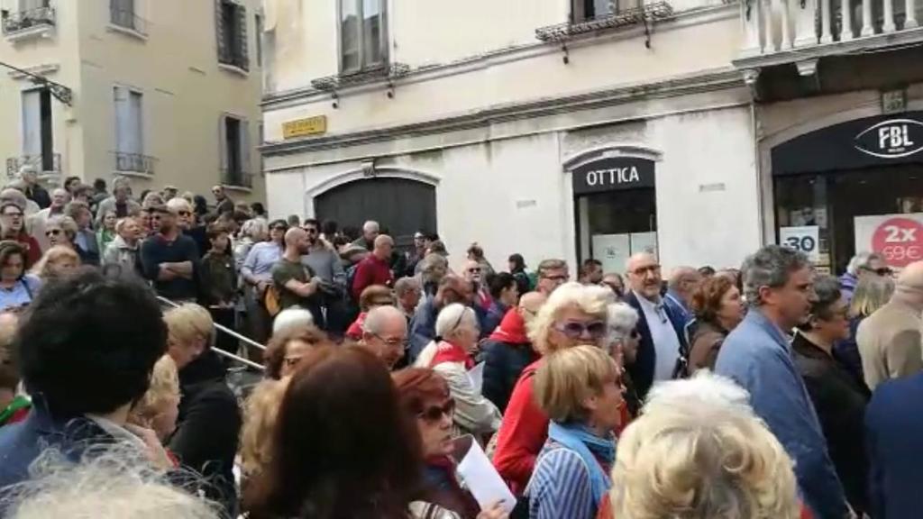Bella Ciao cantata a Venezia in Strada Nuova il 25...