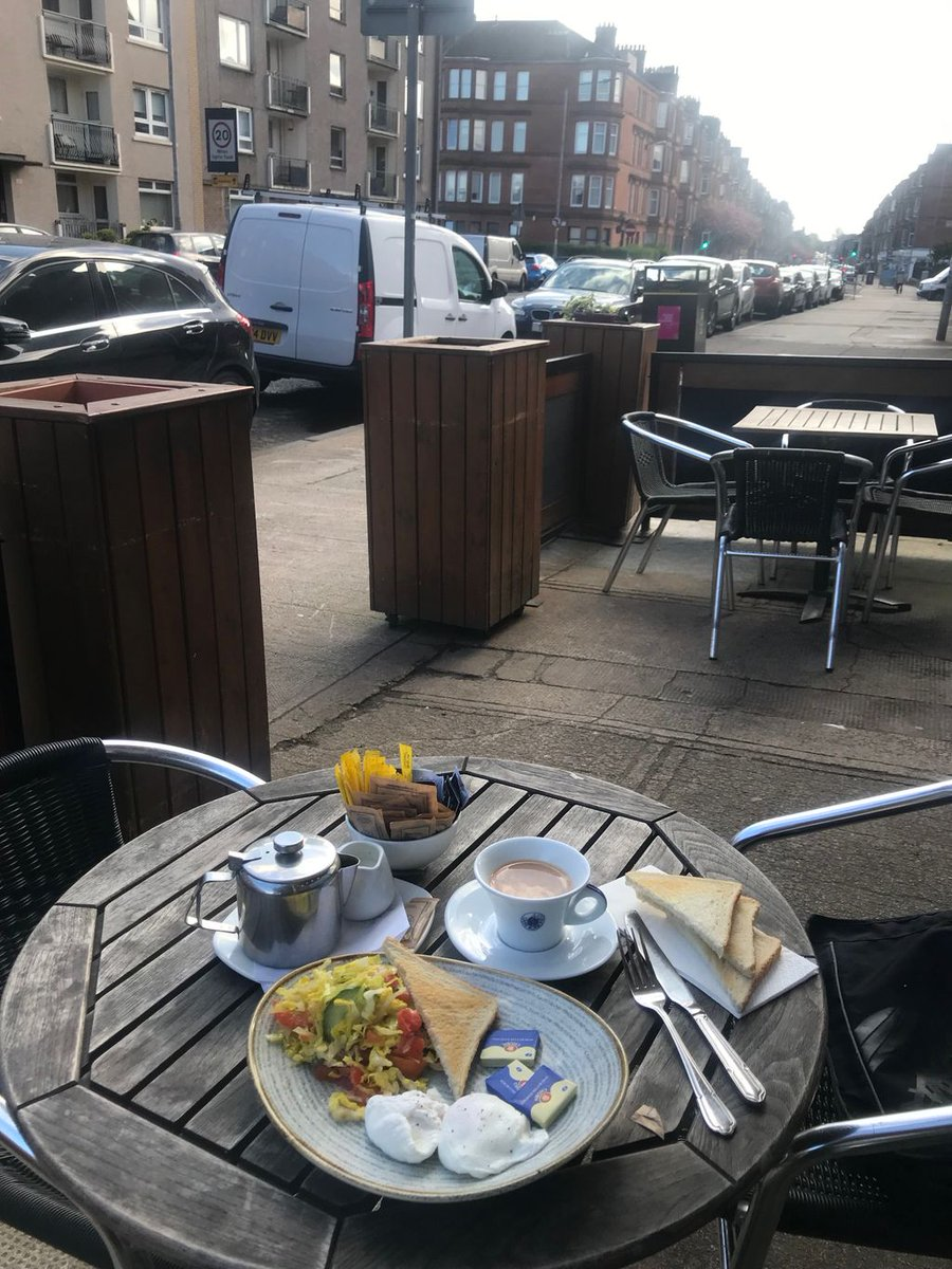 'Mair alfresco dining a la Glasgow'....do we prefer the look of this one??.....bit of conscience salving salad on the side....not a straight sausage in sight??? @colinmccredie