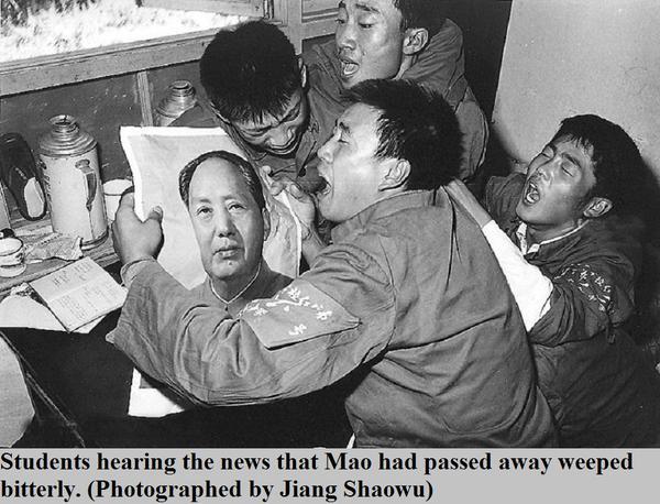 Китайские студенты оплакивают Мао