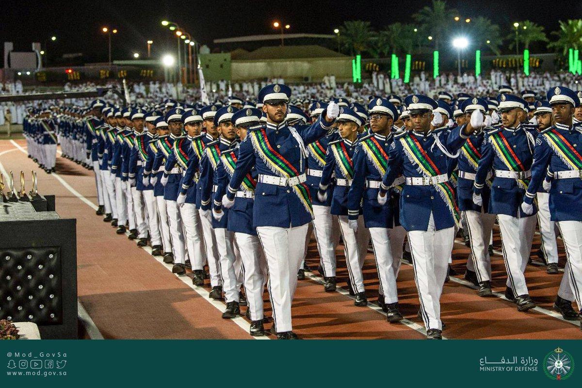 وزارة الدفاع On Twitter جانب من حفل تخريج الدورة 129 من طلبة معهد الدراسات الفنية للقوات الجوية