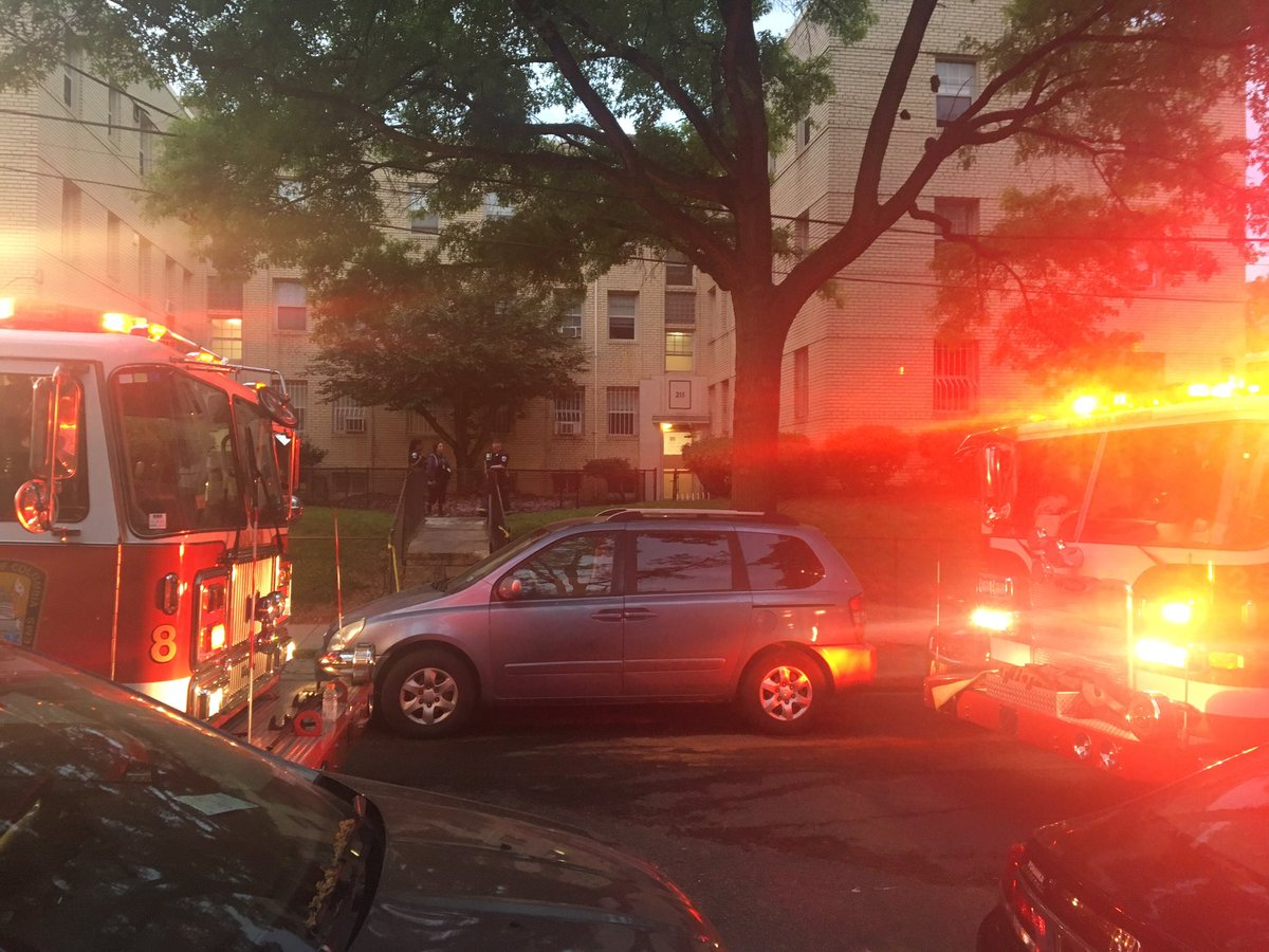 Unfortunately we found out the smoke detectors were not working at this apt fire where one male died. Please make sure ALL smoke detectors are working in your home, it could save a life @wusa9 #GetUpDC #dcfire #alarms #BreakingNews<br>http://pic.twitter.com/7ho4WzkunV