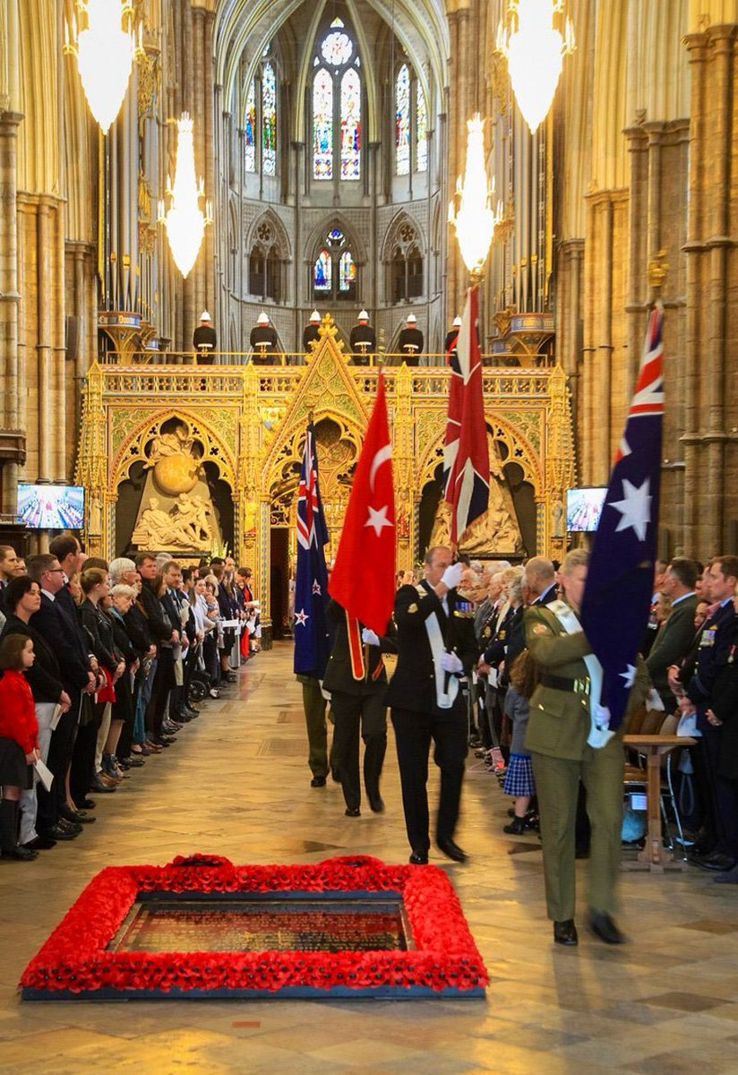Prince Harry, Duchess Kate and the Duke of Gloucester (who is the Colonel-in-Chief of the @NZArmy Medical Corps) will be arriving at @wabbey shortly for the #AnzacDay Service of Commemoration & Thanksgiving.
