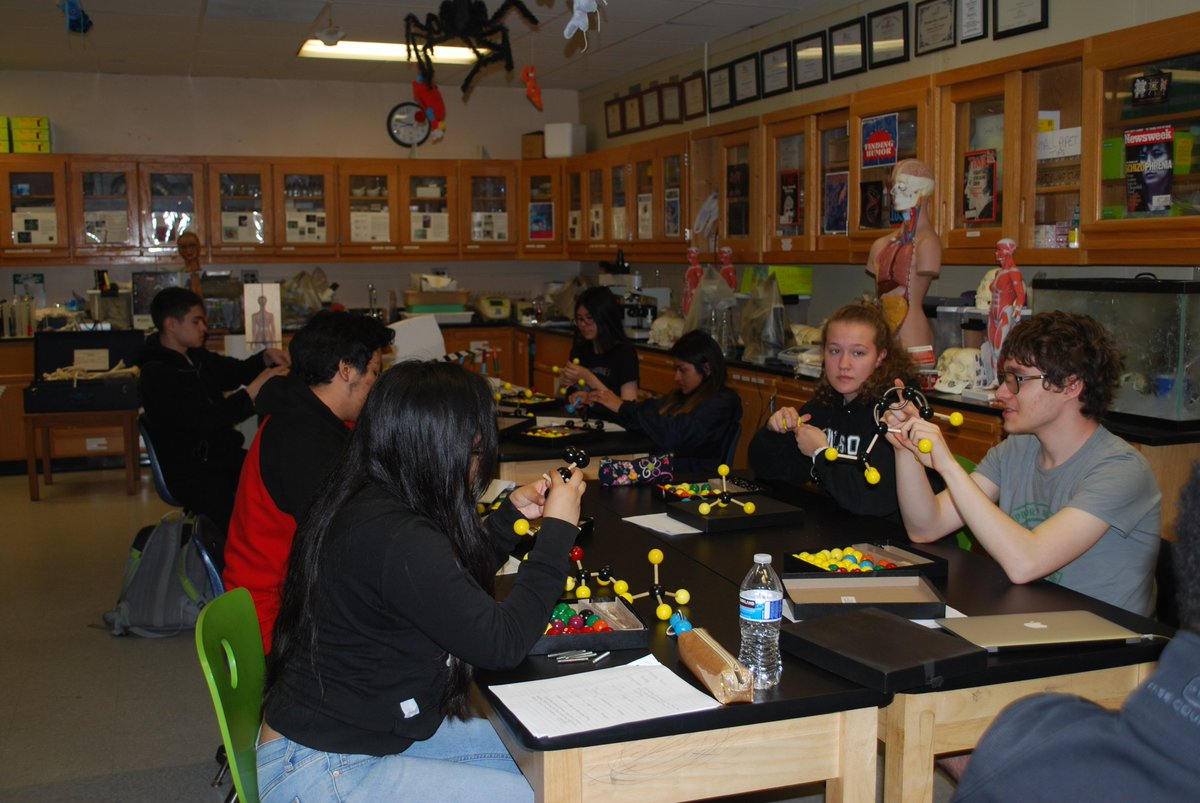 Learning how to build organic molecules, especially the precursors to illicit drugs, using models! Forensic Technology is the best! <a target='_blank' href='http://twitter.com/APS_CTAE'>@APS_CTAE</a> <a target='_blank' href='http://twitter.com/APSCareerCenter'>@APSCareerCenter</a> <a target='_blank' href='https://t.co/ivoonm2RX6'>https://t.co/ivoonm2RX6</a>