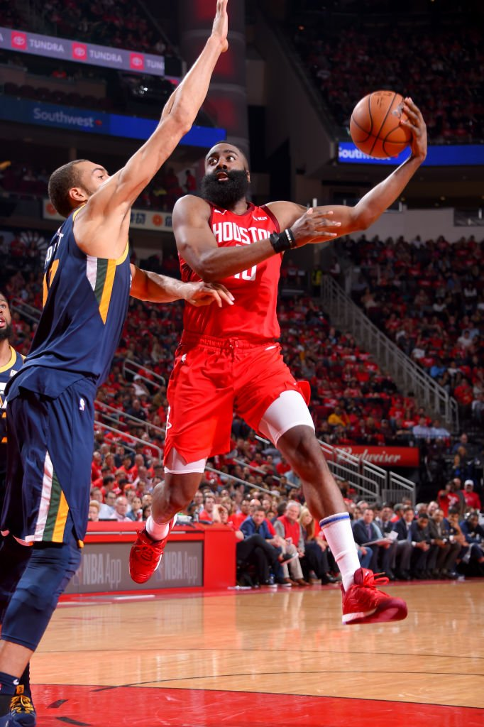 With 10 AST tonight, James Harden has passed Hakeem Olajuwon (437) for the most assists in @HoustonRockets franchise playoff https://history.pic.twitter.com/sHTDLIHR1r  http://srhlink.com/R32qnc