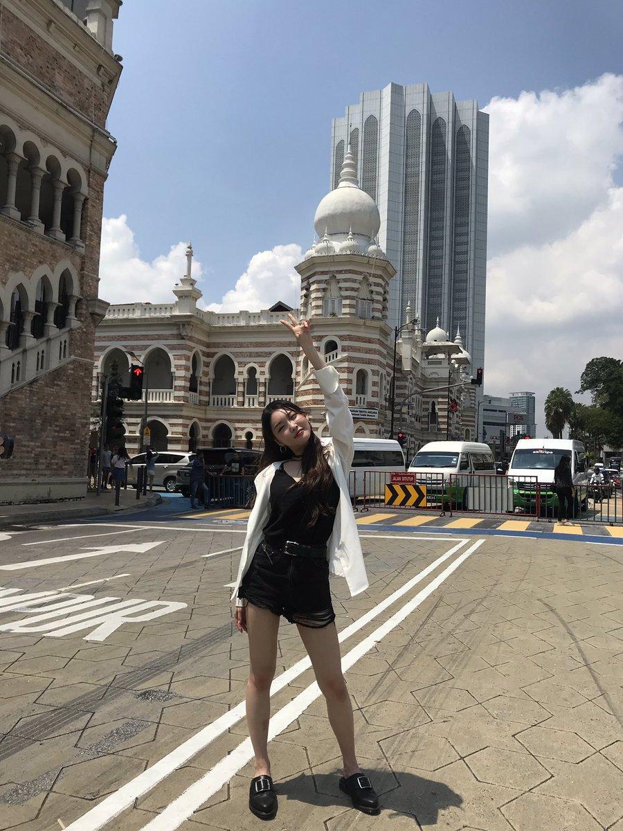 📸 청하 in 🇲🇾 ✌🏻😉 #청하 #CHUNGHA #Malaysia #Songkran