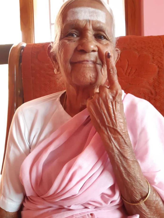 100-year-old Nanammal, who shot to viral fame for her yoga skills, has just voted in #TamilNadu. The second phase of voting in the world's largest election kicked off today. #IndianElections2019   Here's a video we did on her: https://www.bbc.com/news/av/world-asia-39673489/bend-it-like-granny# …