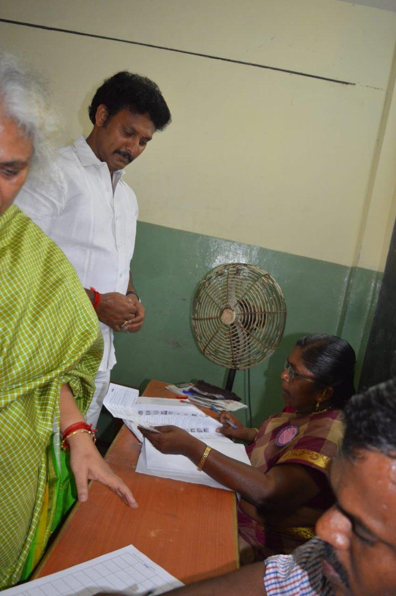 இந்தியாவின்  இரண்டாவது சுதந்திர போருக்கு தயாராவோம் என்றார் தலைவர் @mkstalin .   இன்று! தமிழகமே தயாராகி விட்டது!   பாசிச - அடிமை இழிவுநிலையை நீக்கி உதிக்கட்டும் உதயசூரியன்! 🖤❤️  #TNElection2019